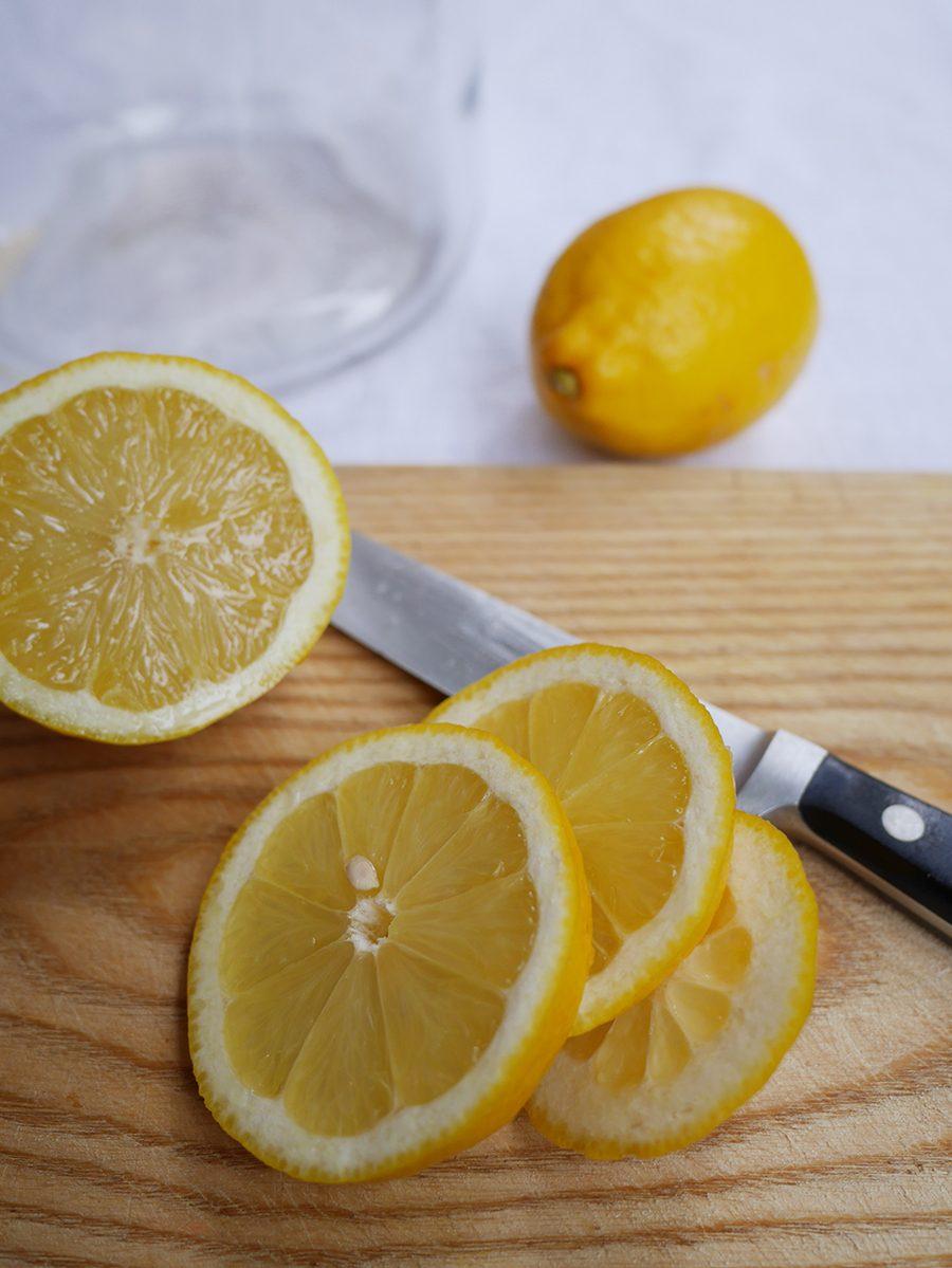 Zitronen schneiden