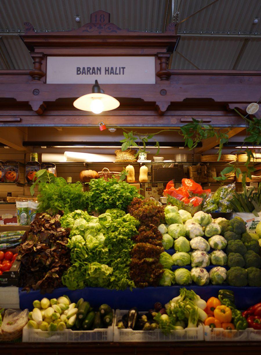 Helsinki alte Markthalle Gemüsestand