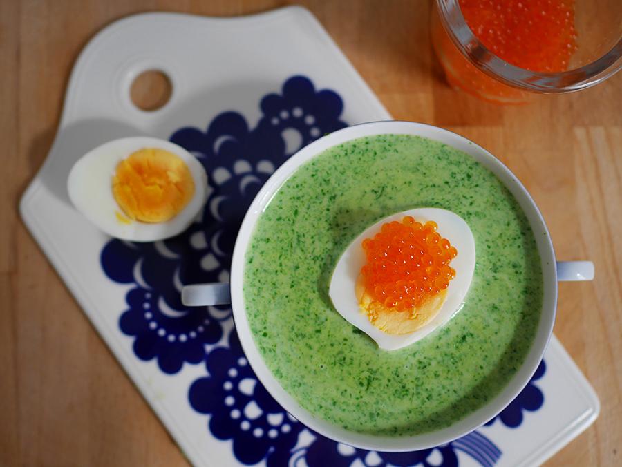 Spinatsuppe mit Ei