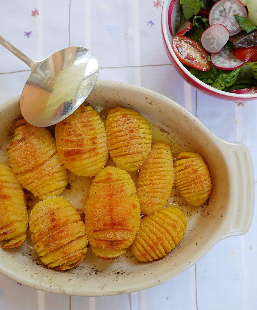 Fächerkartoffeln mit Salat
