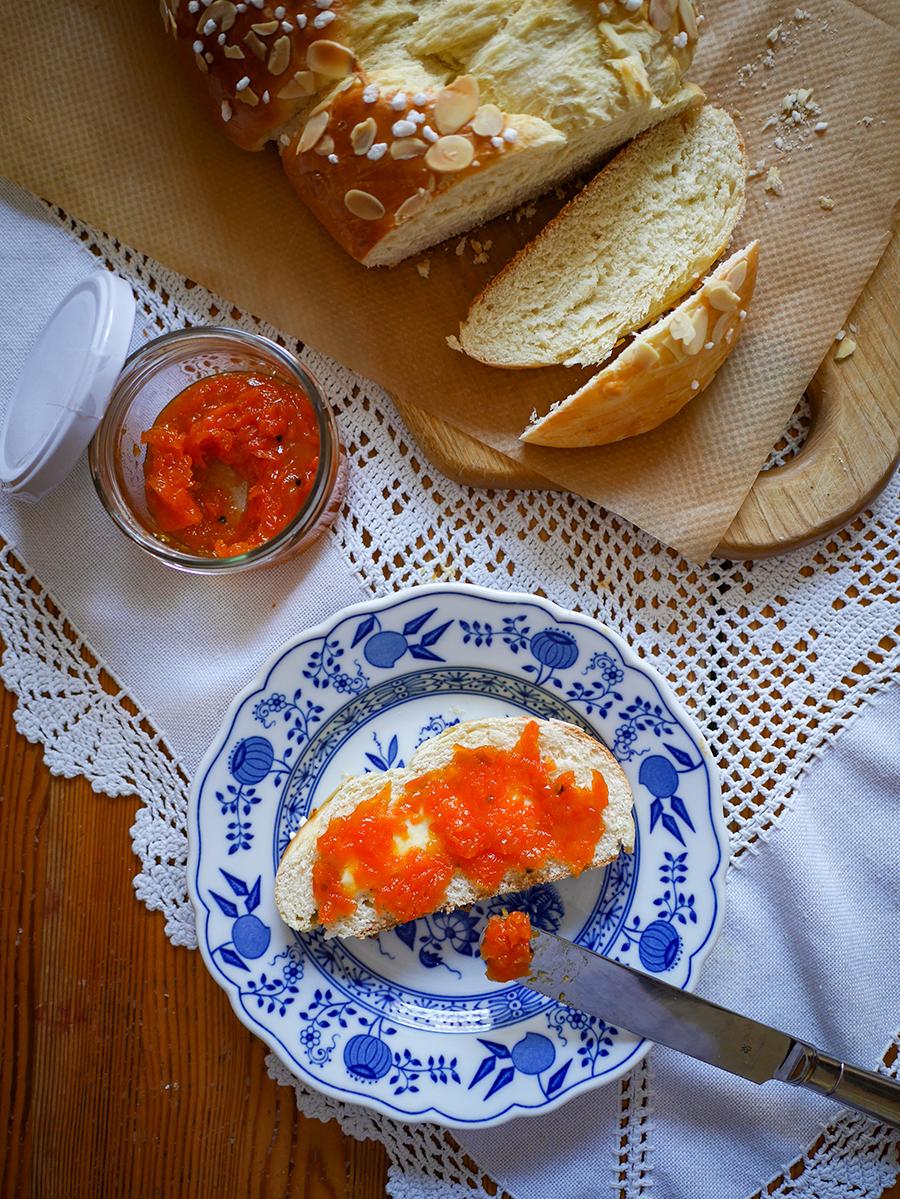 Karottenmarmelade mit Hefezopf