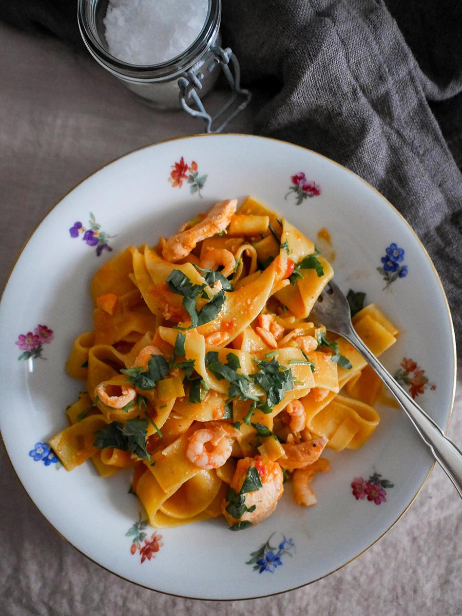 Lachs-Pasta mit Krabben