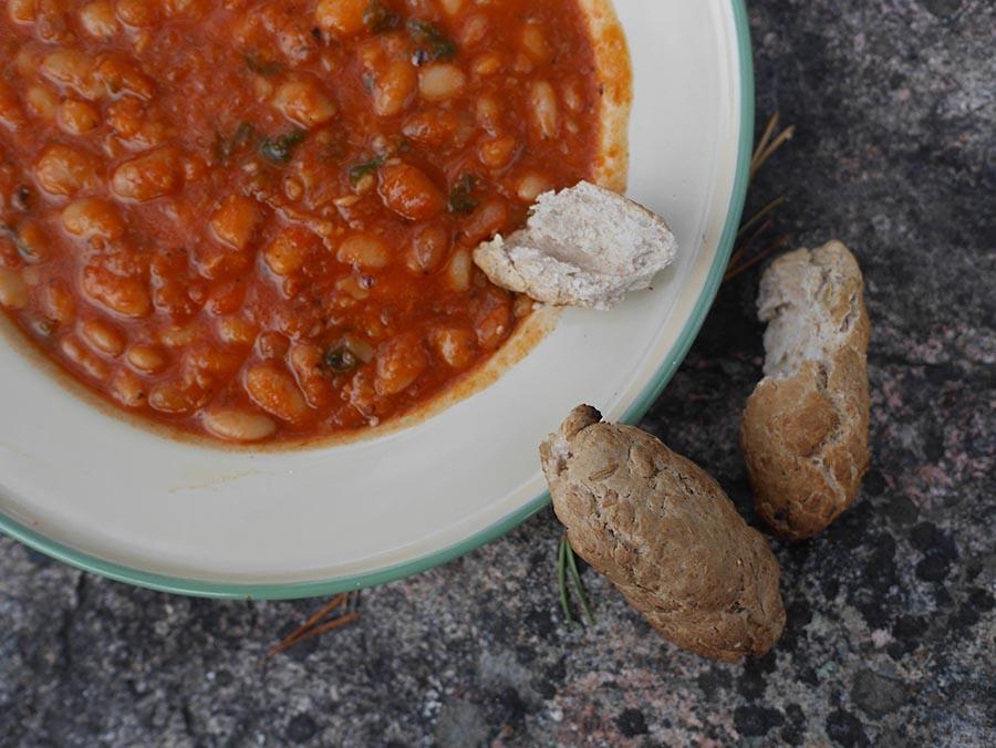 stockbrot mit Bohnensuppe