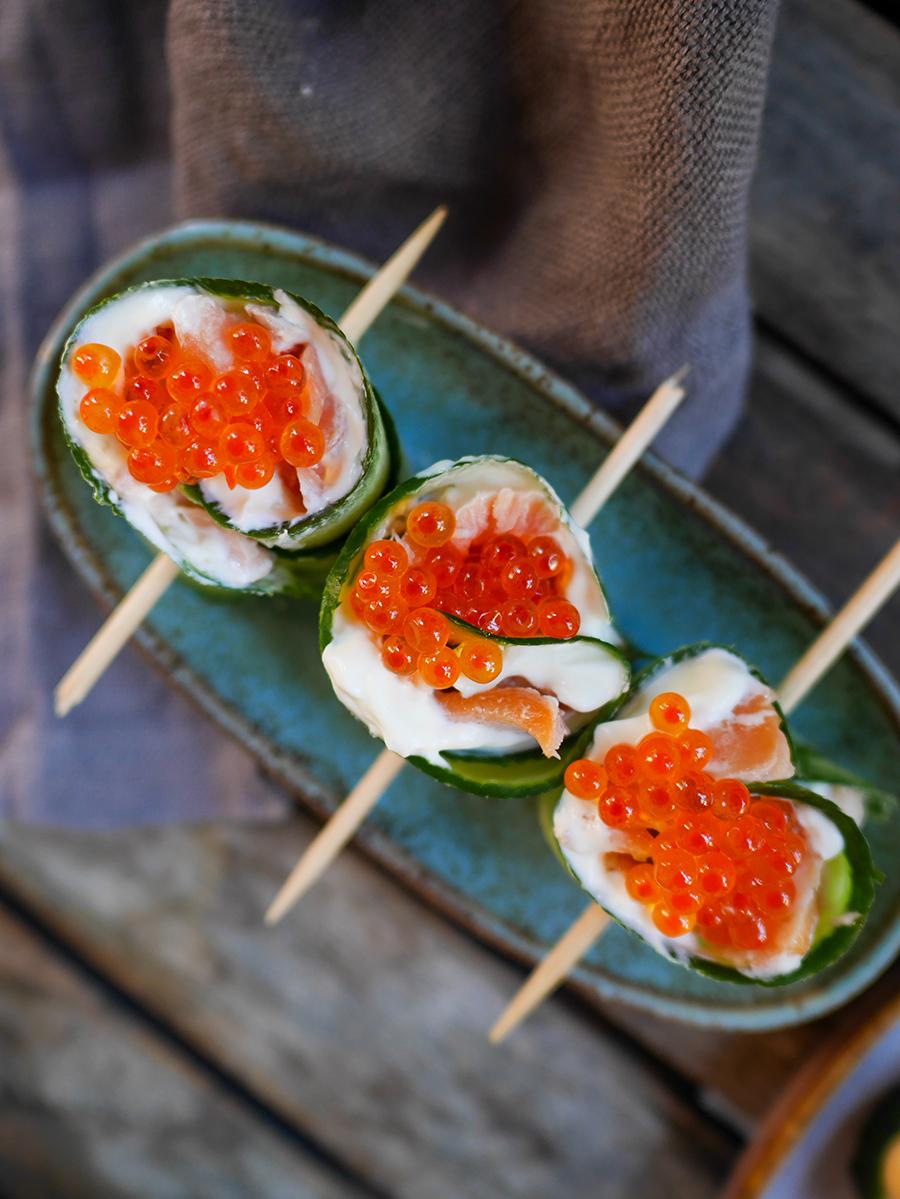 Snapas mit Lachs und Kaviar